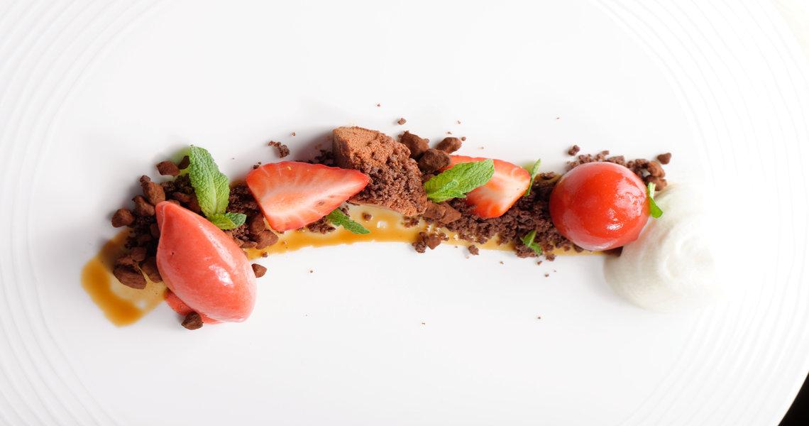 Wild strawberry, chocolate crumb, white chocolate cream
