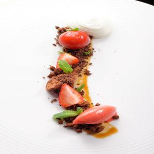 Wild strawberry, white & dark chocolate